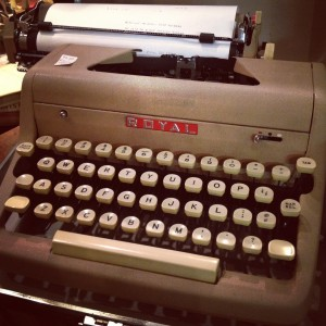 古道具屋で見つけたタイプライター